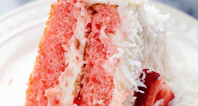 Клубничный торт с кокосом